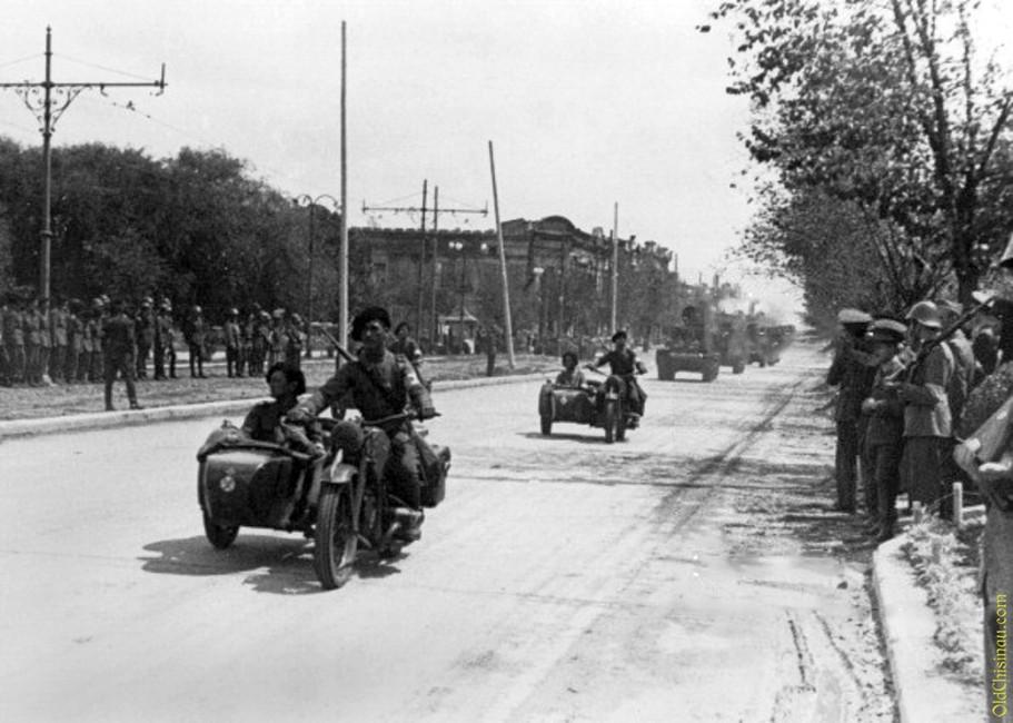 Парад румынских солдат