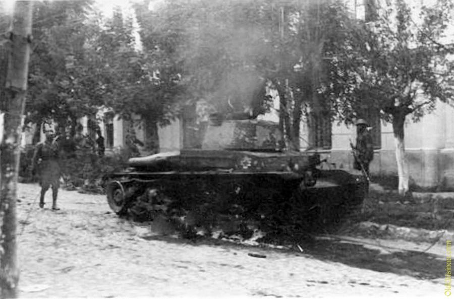 Подбитый румынский танк
