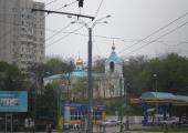 Вид на кладбище и церковь