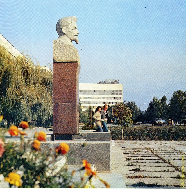 Памятник М. И. Калинину