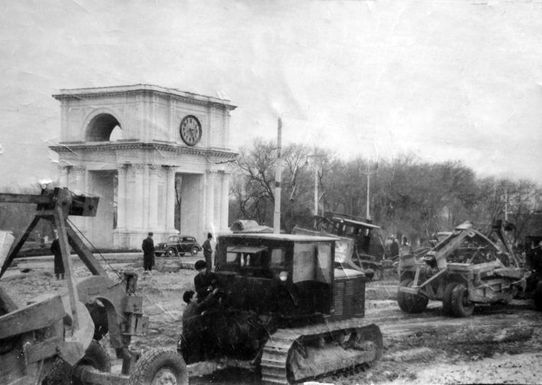 Обустройство площади Победы. Начало 1950-х гг.