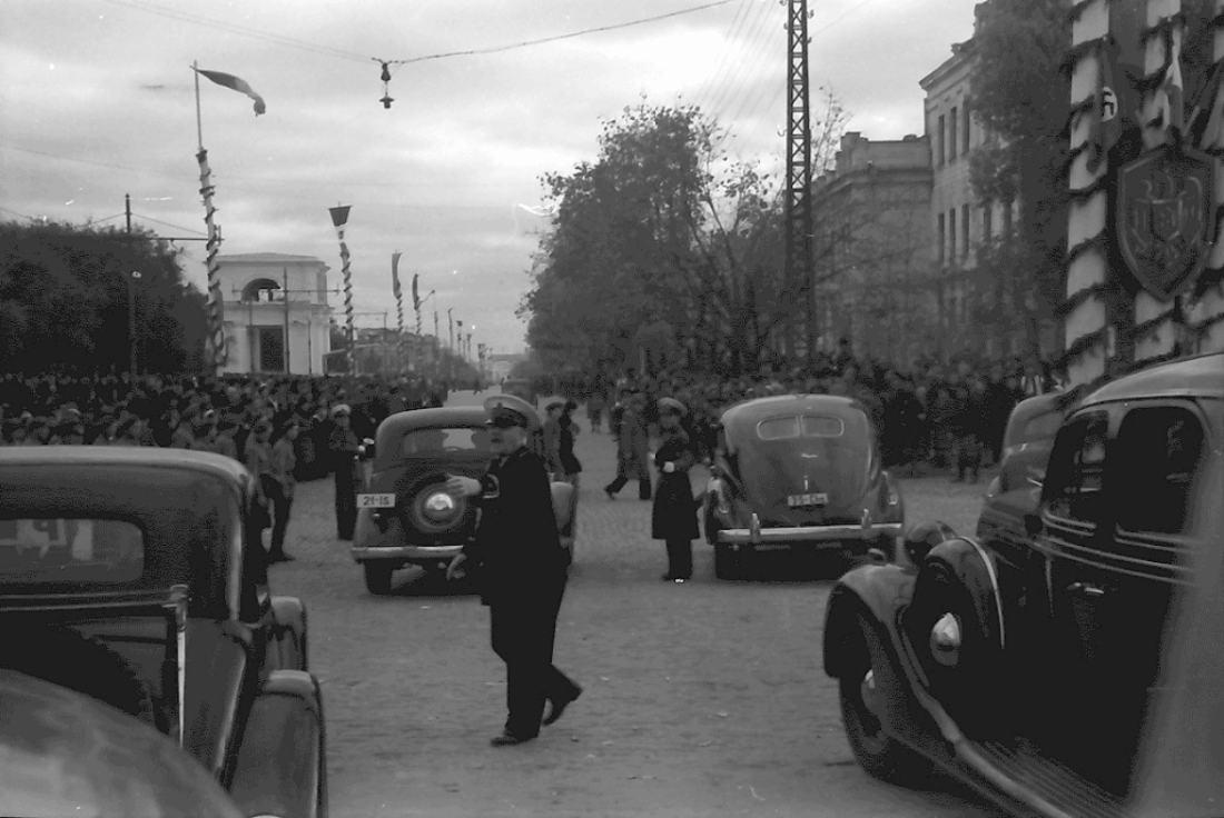 Кишинев Со стороны нынешней ул. Бэнулеску-Бодони. Видны Семинария и Консистория. Фотография 1942 года