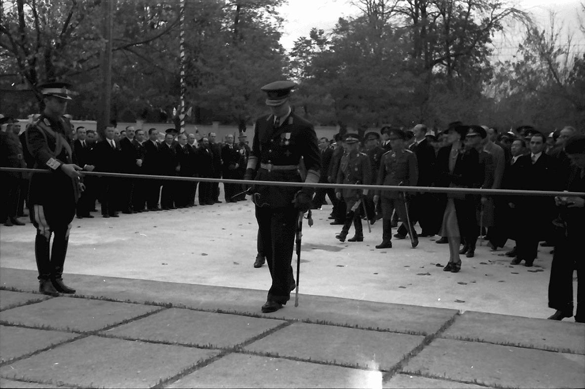 """Михай I на церемонии открытия """"Выставки Освобождения"""". 31 октября 1942 года. Городской Сад."""