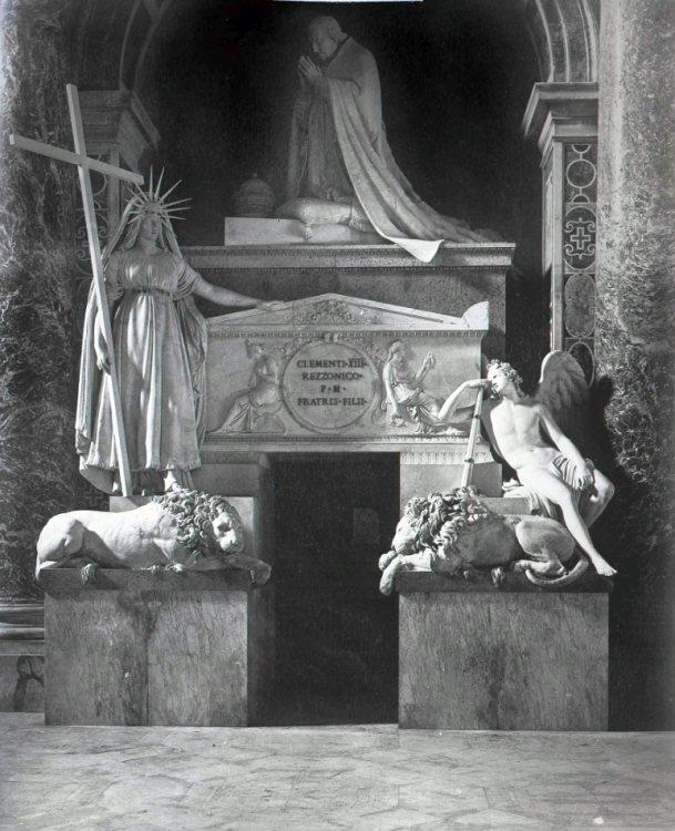 Надгробие папы Климента XIII в Соборе Святого Петра в Ватикане. Фотография начала XX века.