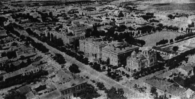 Снимок 1940 г. Перекрёсток нынешних бул. Штефана чел Маре и Лазо. Стадион - справа вверху.