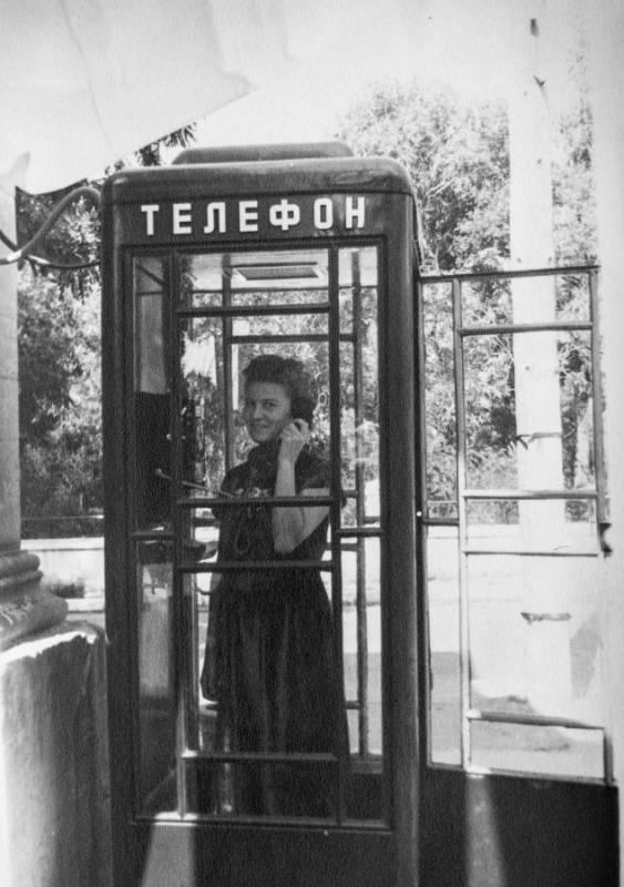 Телефонная будка. 1960-е гг.