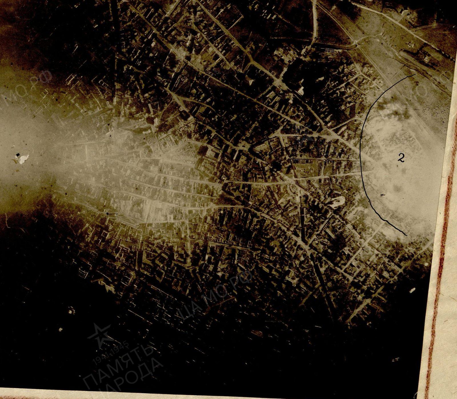 Фрагмент фотосхемы. Цифрой отмечены взрывы авиабомб примерно в районе нынешних улиц Александри и Албишоара.