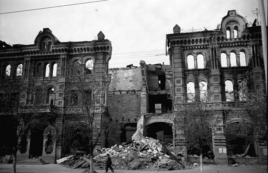 Дом Красной Армии (бывший Епархиальный Дом). Здание не сохранилось. (Willy Pragher)