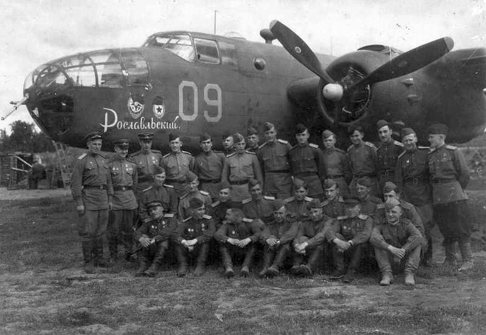Бомбардировщик B-25D-30 Рославльского 13 ГАП ДД в 1944. (wio.ru)