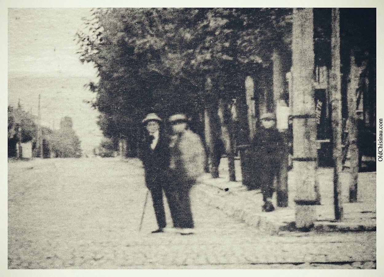 У Пушкинской улицы.